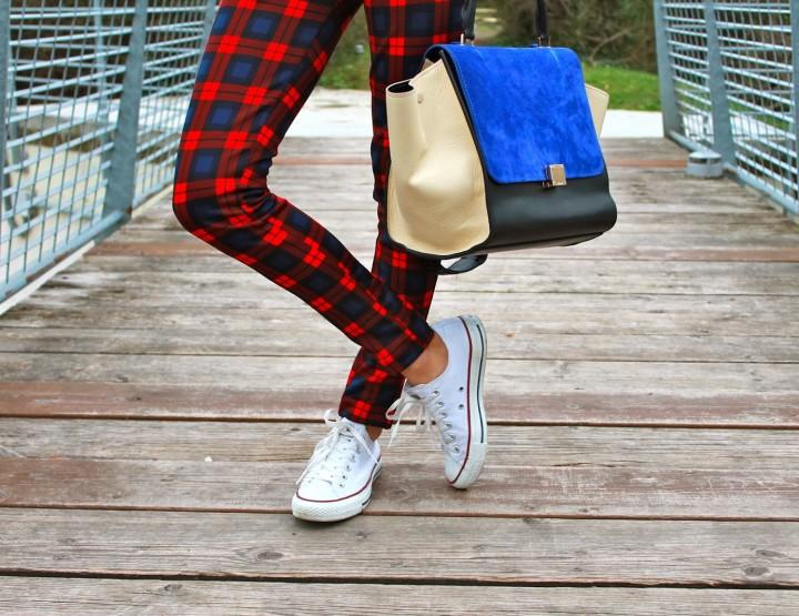 Indossare le comuni Converse per un look sportivo ed elegante
